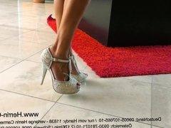 Mature Herrin MILF Domina mit High Heels und Pumps in Leder