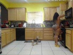 D ass kitchen twerk