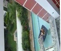 Pedreiro flagrou casal fodendo na piscina