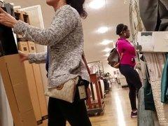 Bubble butt Latina mom