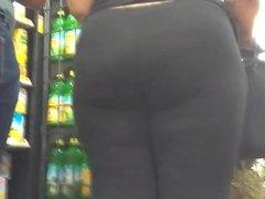 Thick ass redbone in black leggings part 1