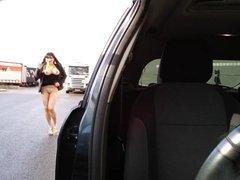 pute seins nus devant routiers