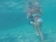 Arab Milf under Water - Junge arab Mutti unter Wasser