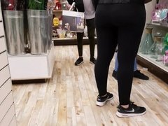 Candid gorgeous teen Pawg!! in leggings!!