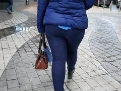 Big ass on short legs
