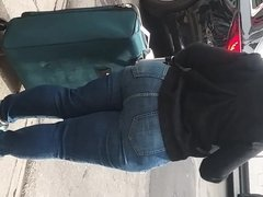 Huge African Milf Big Booty In Jeans