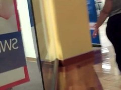 huge booty at the mall