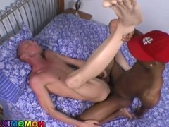 Athletic whiteboi gets drilled by a black thug