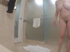 60+ GILF masturbates like a ballerina