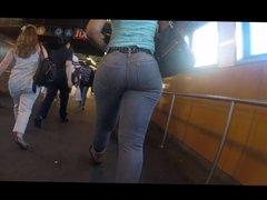Nice Candid Booty Walking in Subway