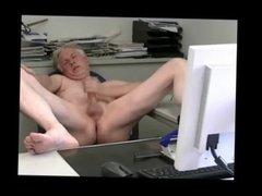 TPV - Pornmodel Tom masturbates in front of his webcam