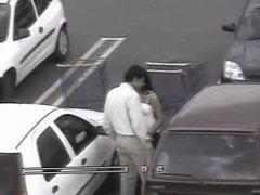 Elle le branle et le suce sur un parking !