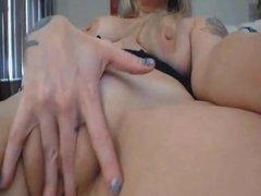 Gorgeous Webcam Girl Loves to Finger Fucks Her Pussy