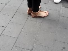 candid teens, sexy shaped red toes and feet