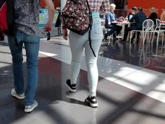 Booty ass in the mall