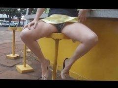 No panties on the avenue Sem calcinha na avenida