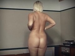 SHAKING THAT THING - huge boobs thick blonde dance tease
