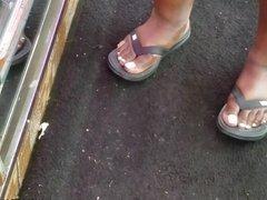 Candid chubby hood chick feet