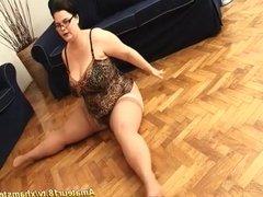 extreme flexible BBW housewife