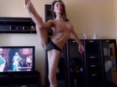 Flexible Camgirl Showing her Skills