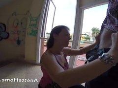 Fellation en exterieur pour les voyeurs en livecam direct