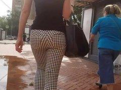 Thin waist and round ass