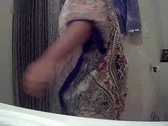 Ebony babe: bathroom knock knock! (spy cam)