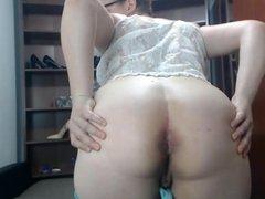 sexy milf shows her ass