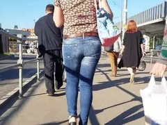 Fatty woman's ass in tight jeans
