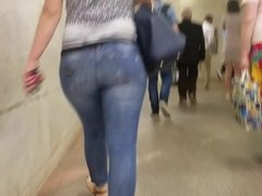 Hot big round ass go to the train