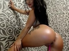 Latine with perfect ass dances on webcam