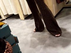 Shopping w my fr,her visible ass lines sexy feets