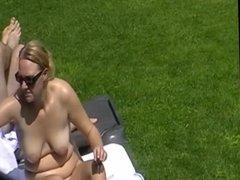 spy in spa - naked girls outside (1)