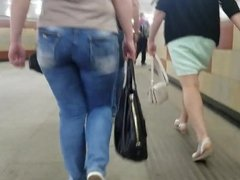 Mature mom's ass