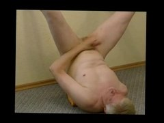 Masturbation and cumshot with pornmodel Tom