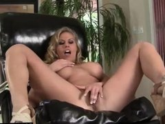 Stacked Blonde chick fingers her own hole
