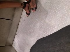 Love her feet and she sexy