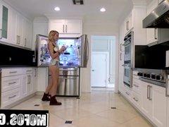 Mofos - Alexa Grace Porn Video - Pervs On Patrol