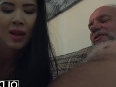 Lady Dee Teen Pussy Licking And Fuck Ends with Messy Facial