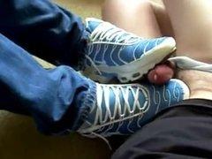 Punheta de Nike Tn até o amigo gozar gostoso