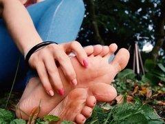 Outdoor foot display