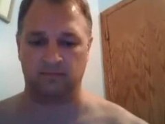 Daddy jerking off and showing his ass