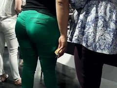 Thick Latina milf booty tight green pants