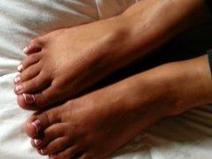 teeteefootjobs - cuckold eats his own CUM off my pretty feet