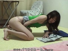 Japanese Amateur Teen Masturbate with Dildo