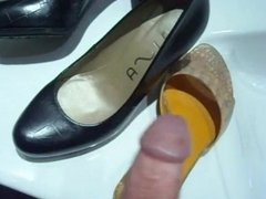 MEN PLAY WITH SHOES - saf