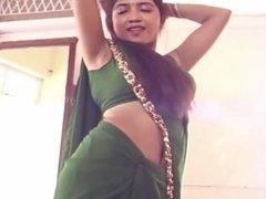 Aunty yummy armpit show in green sleeveless blouse saree