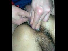 Metiendole las bolas en el culo