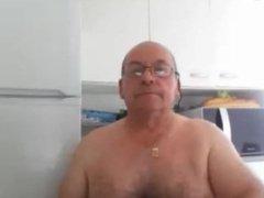 Hermoso abuelo bigoton