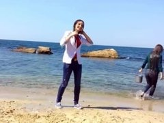 Wetlooker - 2 girls in jeans at the beach